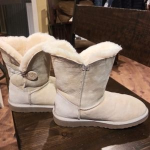 Women's Bailey Button Ugg Boot size 7 US